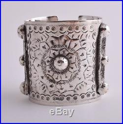Vintage solid berber Bedouin silver bracelet Cuff / 230 gram
